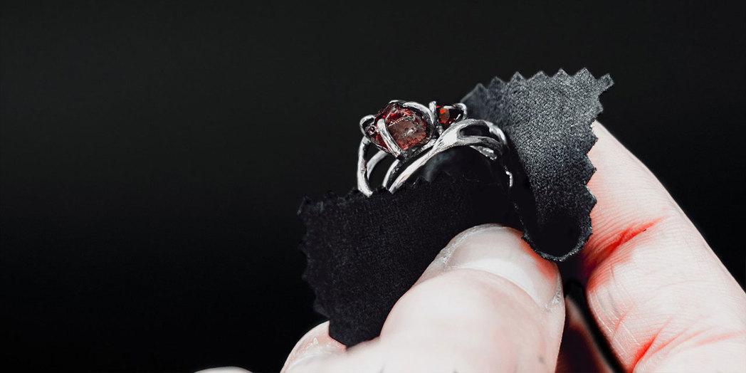 Серебряные украшения с камнями - правила ухода